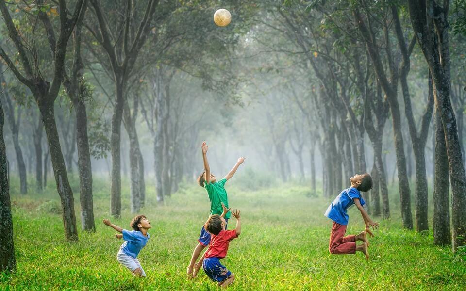 Ideas de juegos divertidos para niños al aire libre